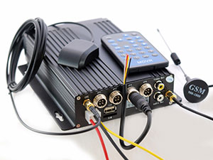 Автомобильный 4-канальный H.264 видеорегистратор Ambertek с функцией GPS